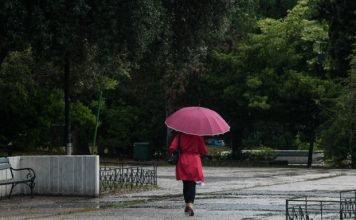 καθαρά-δευτέρα-με-βροχές-και-θυελλώδε