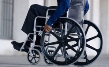 δωρεά-δύο-αναπηρικών-αμαξιδίων-του-δή